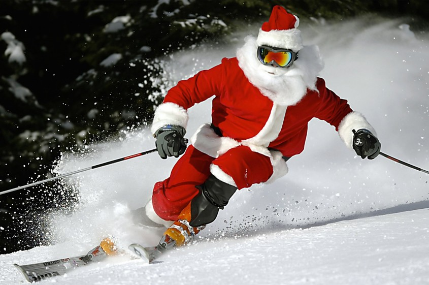 After a busy night Santa, a.k.a. Ted Allsopp, skis the slopes of Lake Louise Mountain Resort in  Lake Louise, Alta. on December 25 2005. (CP PHOTO/Calgary Sun - Al Charest)